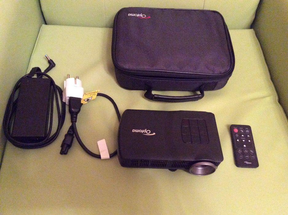 Продавам прожекционен апарат Optoma ML300