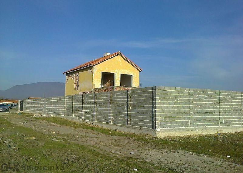 Стопанска постройка с двор в кв. Дебелата кория, гр. Сливен