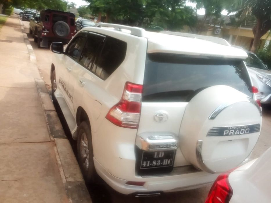 Toyota Prado TXL Lagrima
