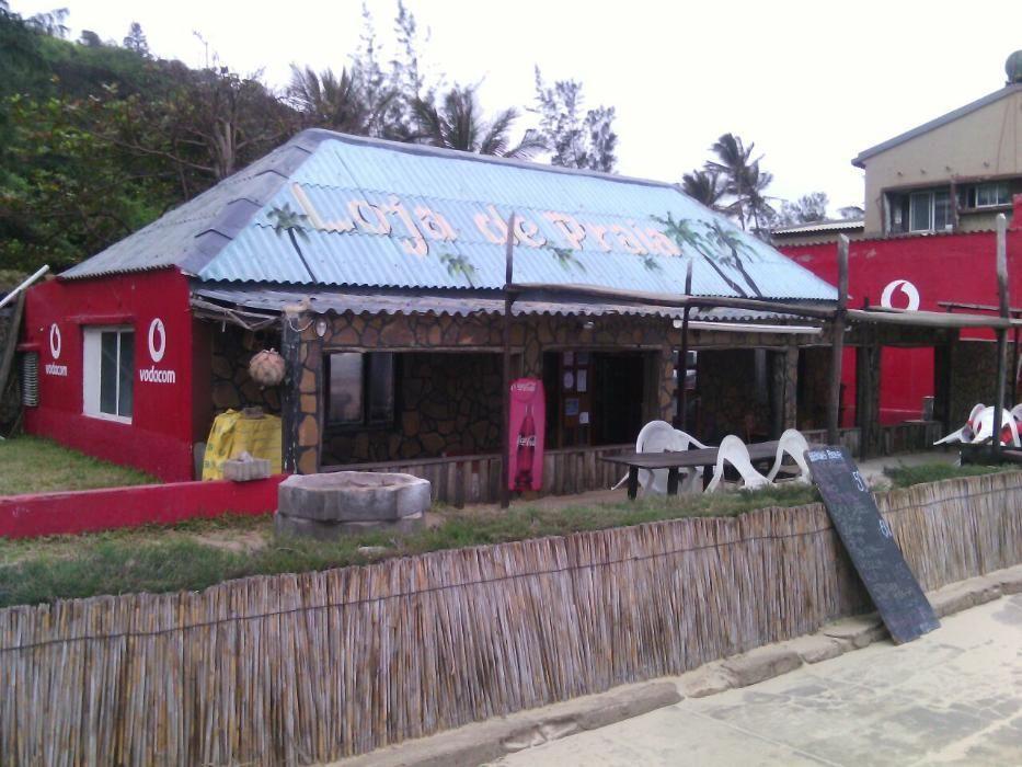 Restaurante na praia de xaixai a berma da praia