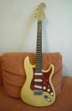 Chitara electronica,husa+amplificator Noi