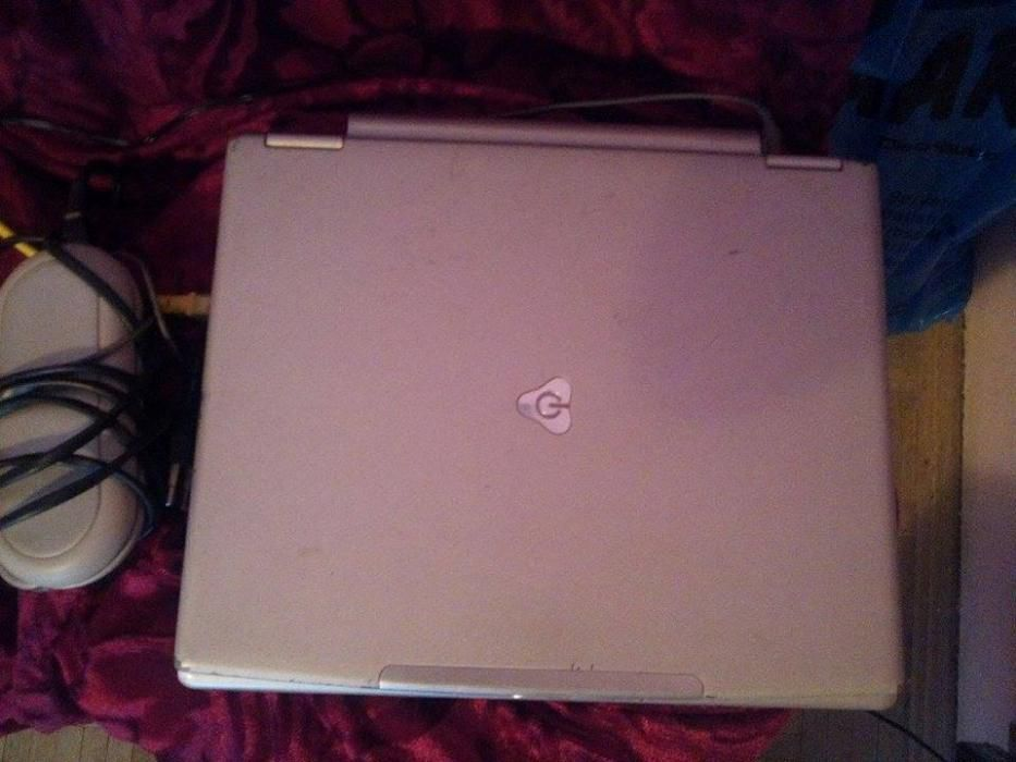 OCAZIE!!!Vand laptop Gateway plasma la pret bun