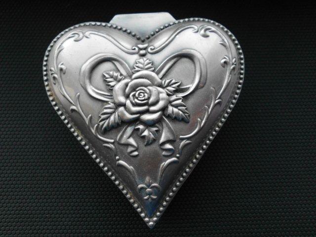 Caseta pentru bijuterii Inimioara din antimoniu in stilul Art Nouveau