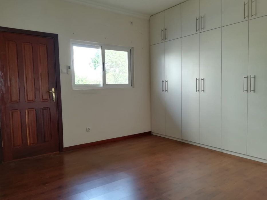 Arrenda se Moradia t4+1 na sommerschield Cozinha Moderna 4-quartos Sommerschield - imagem 7