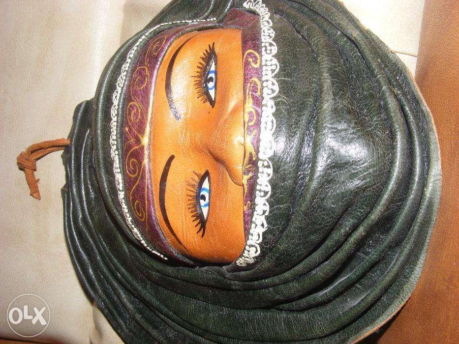 Masca piele ,,femeie cu voal,,masca veche de panoplie,superba