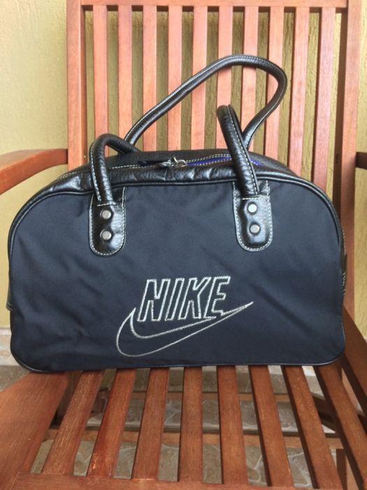 Vând geantã de umãr Nike original