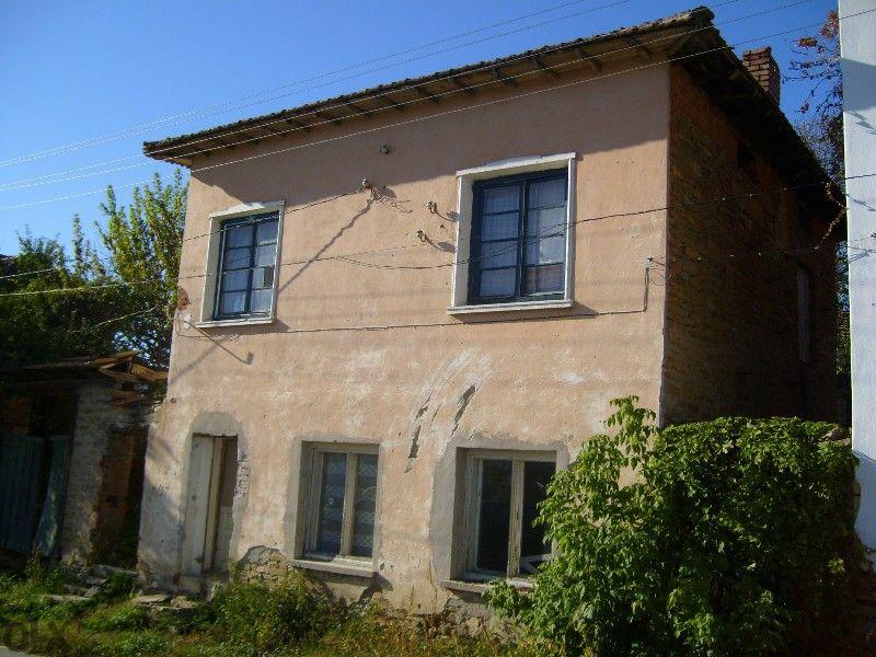 Масивна къща с.Гостилица