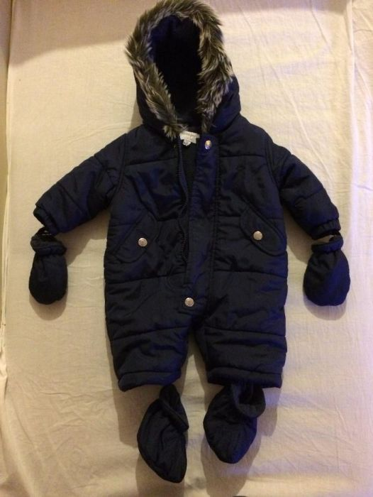 Бебешки ескимос-космонавт