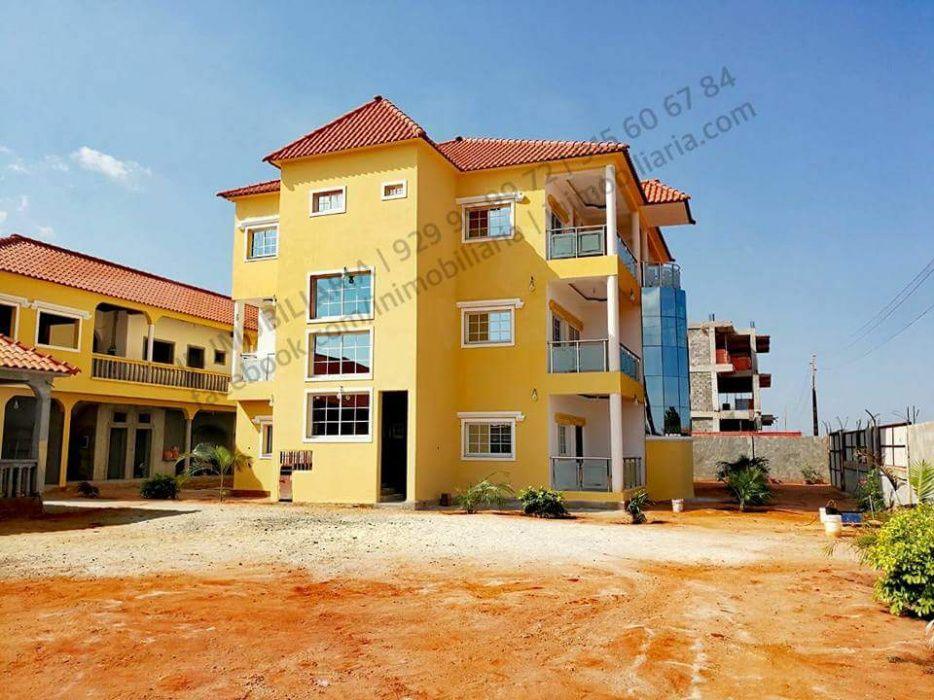Vivenda com 4.350 m2 de terreno T5 a venda por 80.000.000 AOA no Zang
