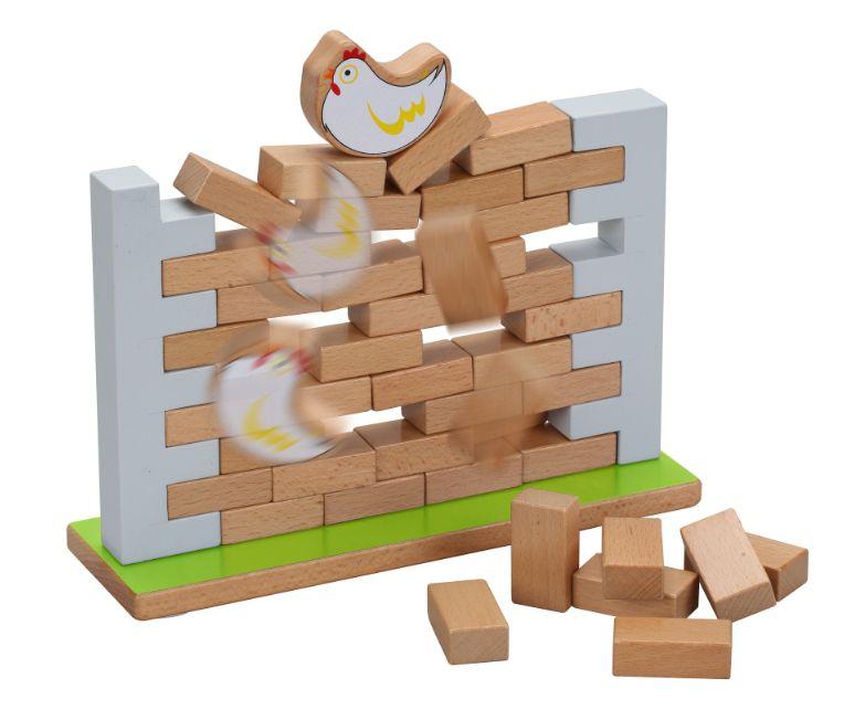 Дървена Дженга стена с тухли за редене и бутане + пиленце
