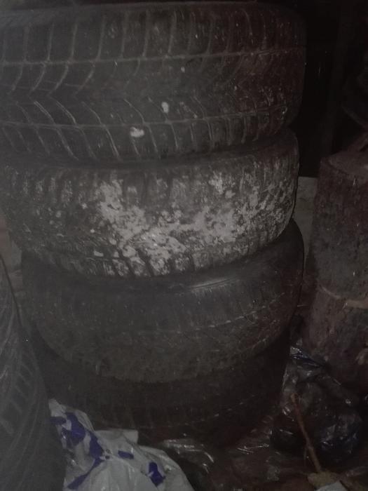 Продавам 4 броя зимни гуми 195/65/15 с джанти за Ауди А4