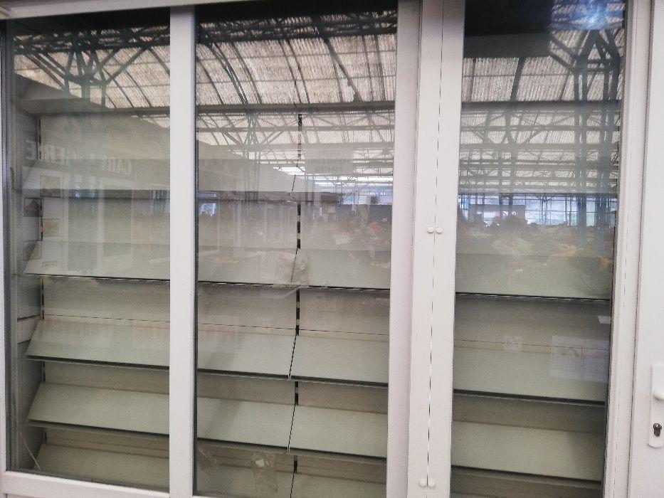 Vând rafturi metalice prezentare depozitare