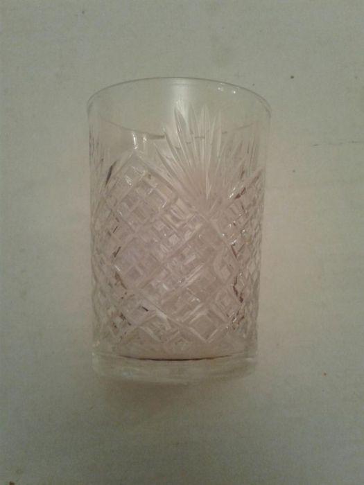 Продам хрустальные, большие стаканы за 500 тг в 4 штуках. 800×4=3200 т