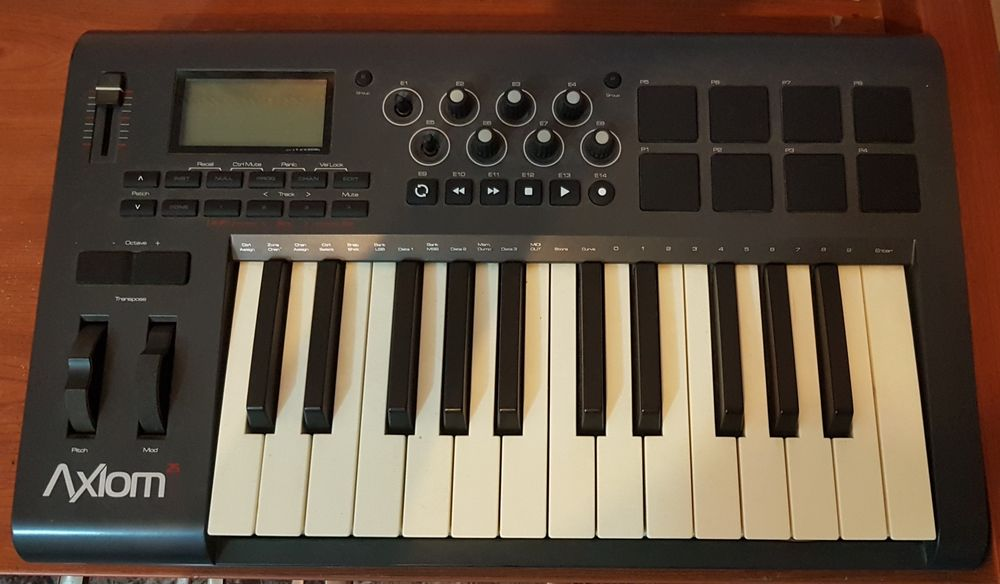 Controlador M-Audio Axiom 25