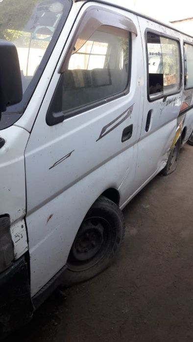 Vendo body mini bus Nissan caravan