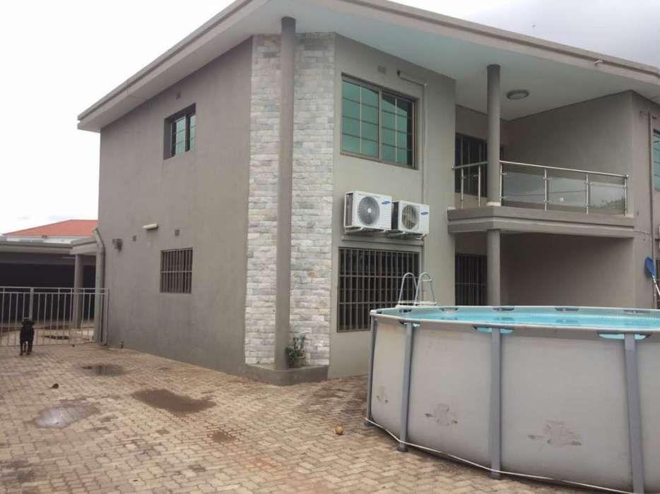 Vende se Duplex de luxo tipo4 com anexo tipo1, na Matola Rio a 100 Met