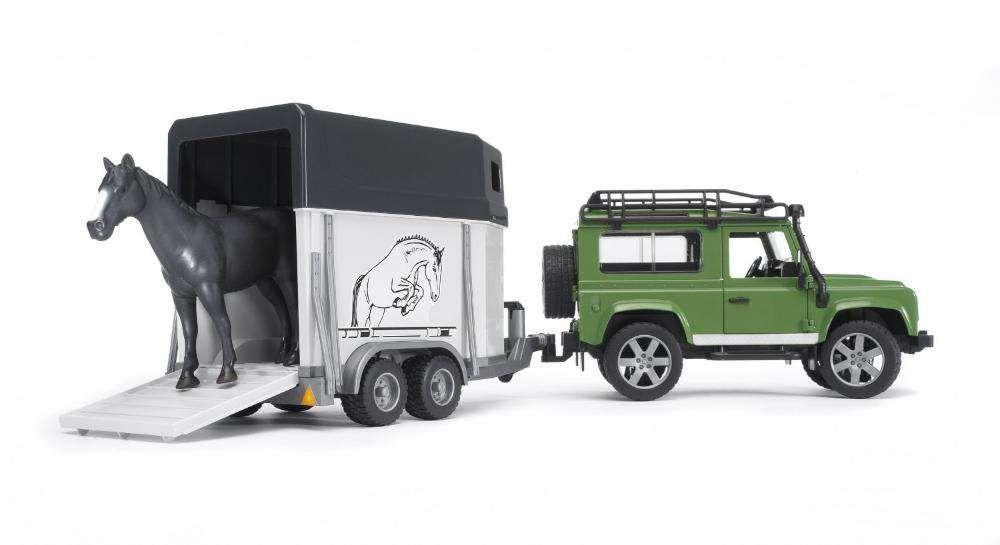Masina Bruder 02592, Land Rover Defender Station cu remorca de cai