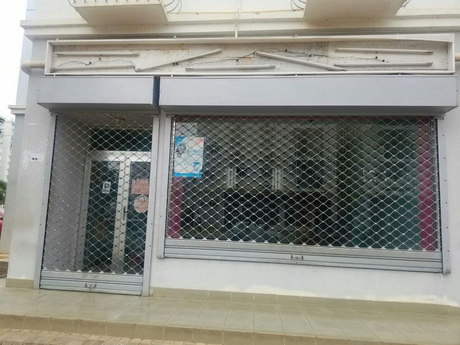 KILAMBA; vendo loja grande no quarteirão X, trespasse.