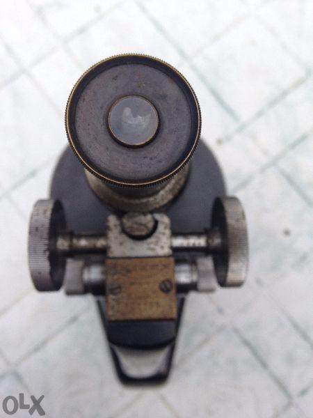 старинен микроскоп