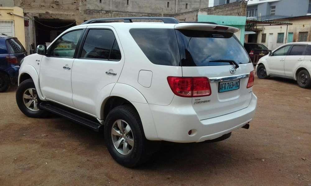 Aluga - se Toyota fortuna para eventos