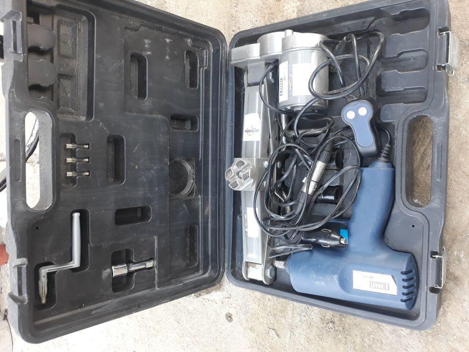Комплект гайковерт +крик на12 V