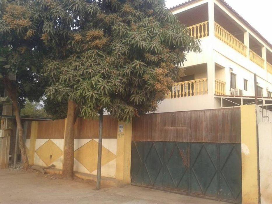 Arrenda-se Casa T8, no MORRO Bento (Anghotel), próximo ao Mundo Verde.