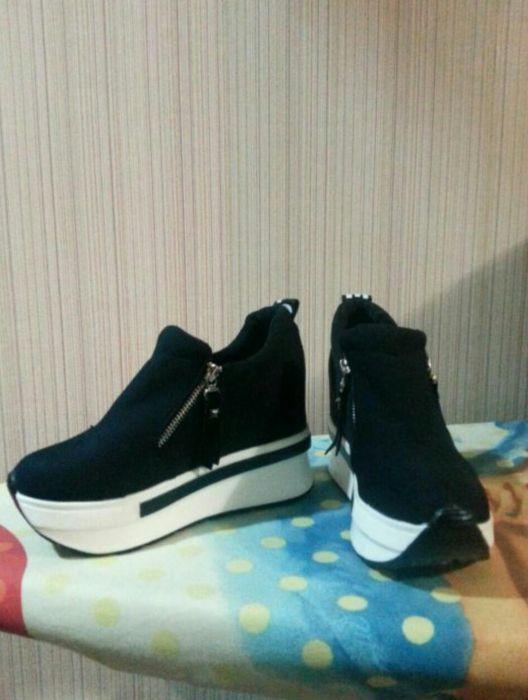 Продам подростковые кроссовки по своей цене.Размер 34-35.Фабричн Китай
