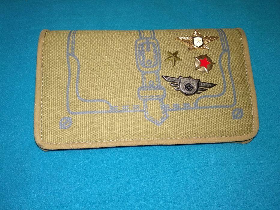 Portofel militar, model deosebit + insigne militare