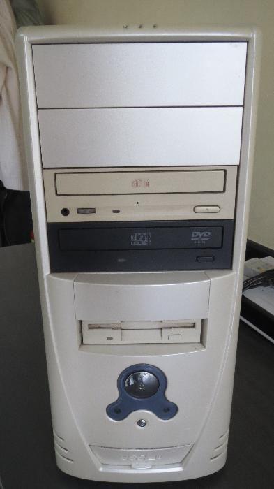 компютър ,монитор,клавиатура