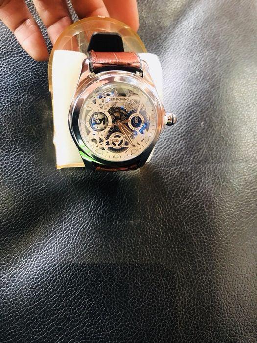 145282c742d Presente para o namorado Relógio keep moving