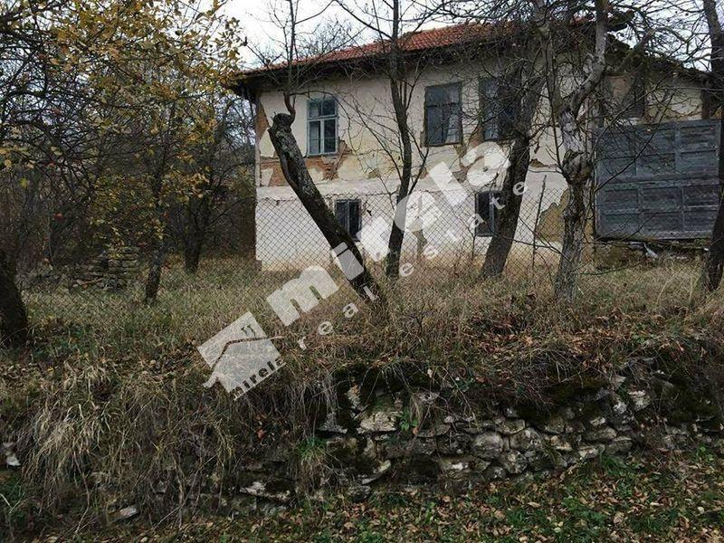 Продава къща с. Войнежа - image 1