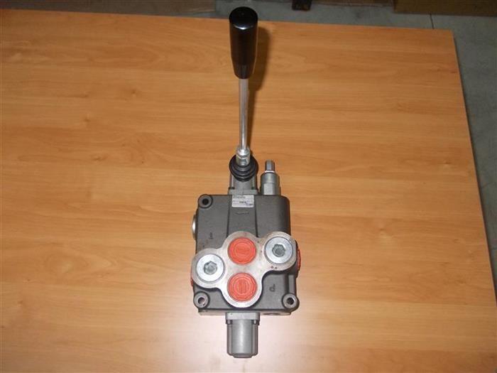 Distribuitor hidraulic macara 1 maneta dublu efect, debit 120 litri