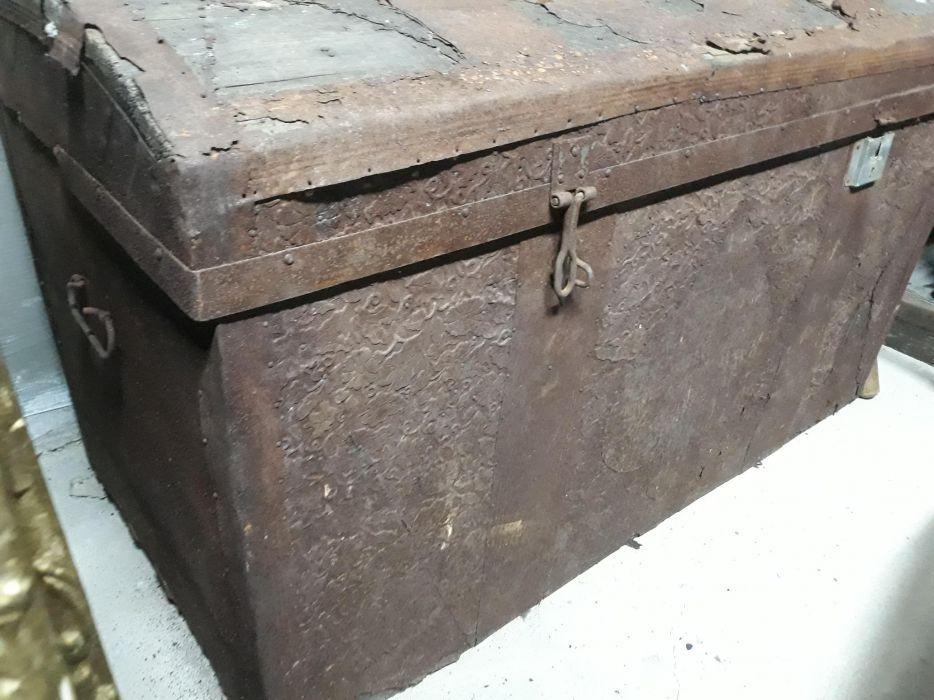 Старинен сандък ракла с метален обков