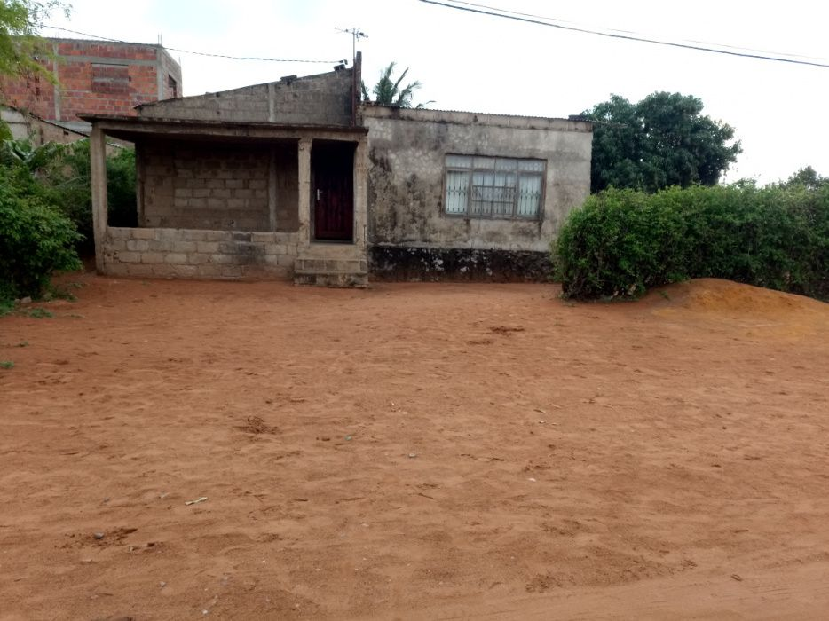 Vendo casa tipo4 inacabada num terreno 15x30 no bairro Magoanine/CMC