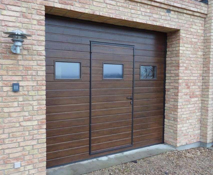 Uși de garaj rezidentiale 3200*2700 Nuc + A.Pietonal geamu din Fabrică