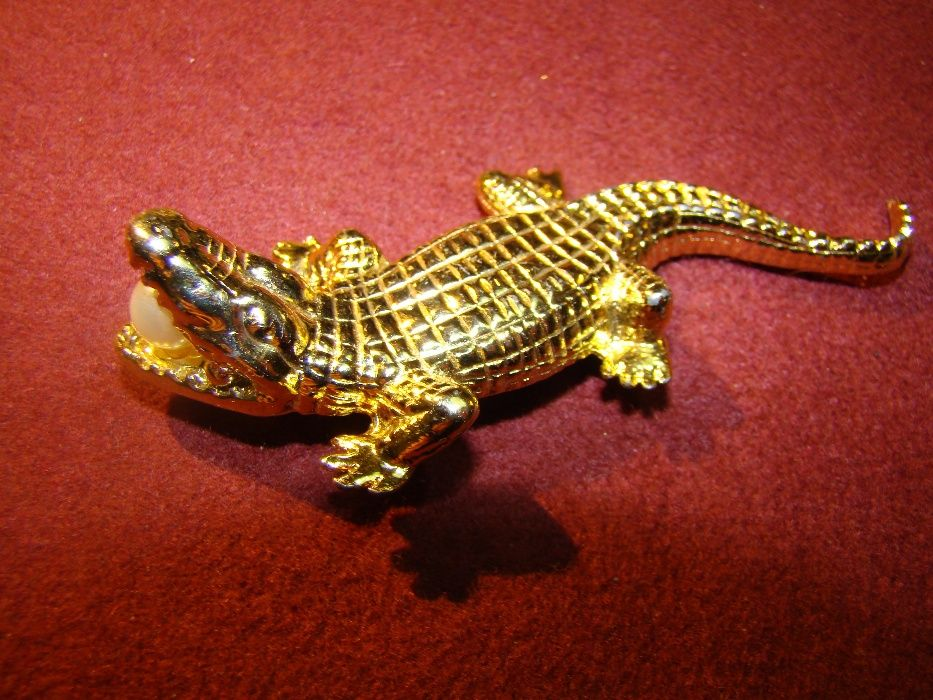 brosa veche crocodil