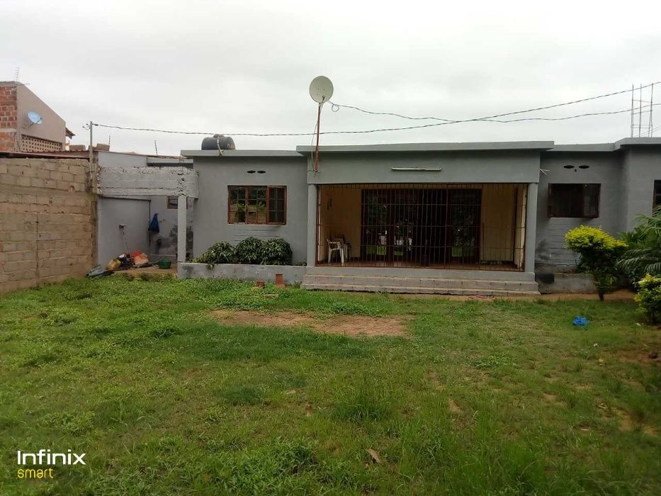 Vende-se casa t2 com agua quente proximo a estrada - MOZAL