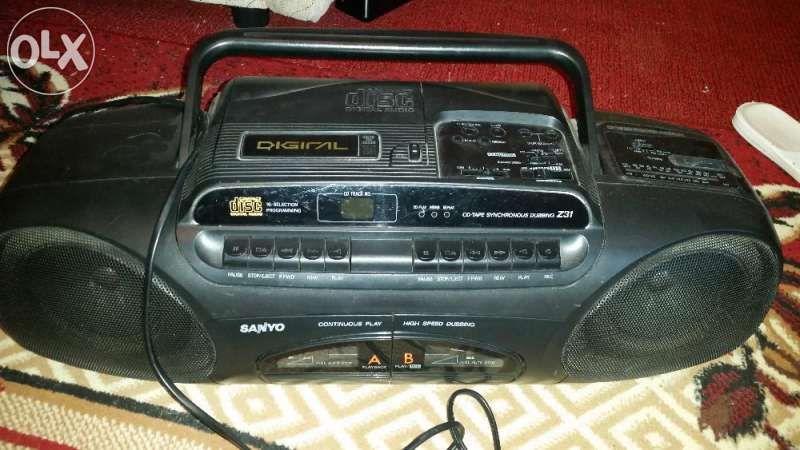 продавам радиокасетофон САНИО, двукасетъчен, със СД плеър, оригинален