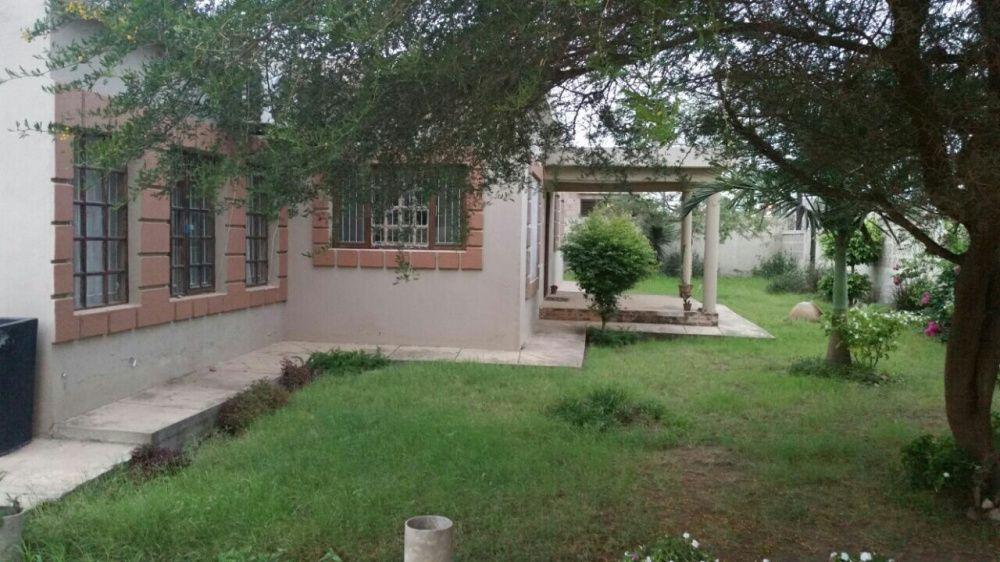 Vende se vivenda tipo 4, 2 wc, cozinha montada, dependencia, jardim