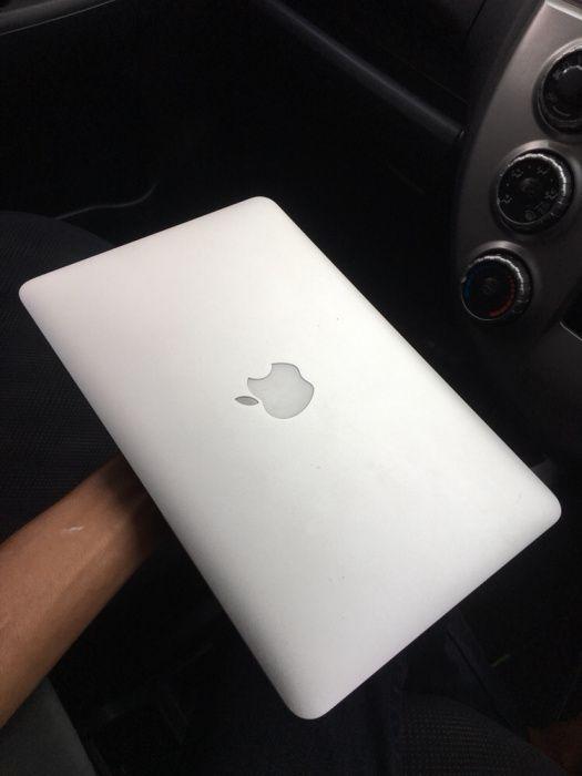 "MacBook Air i5 11"" Clean"