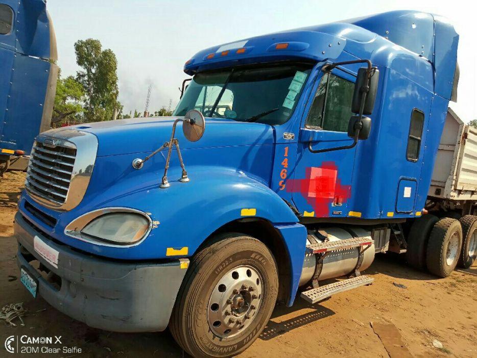 Vendo camiao Freightlener