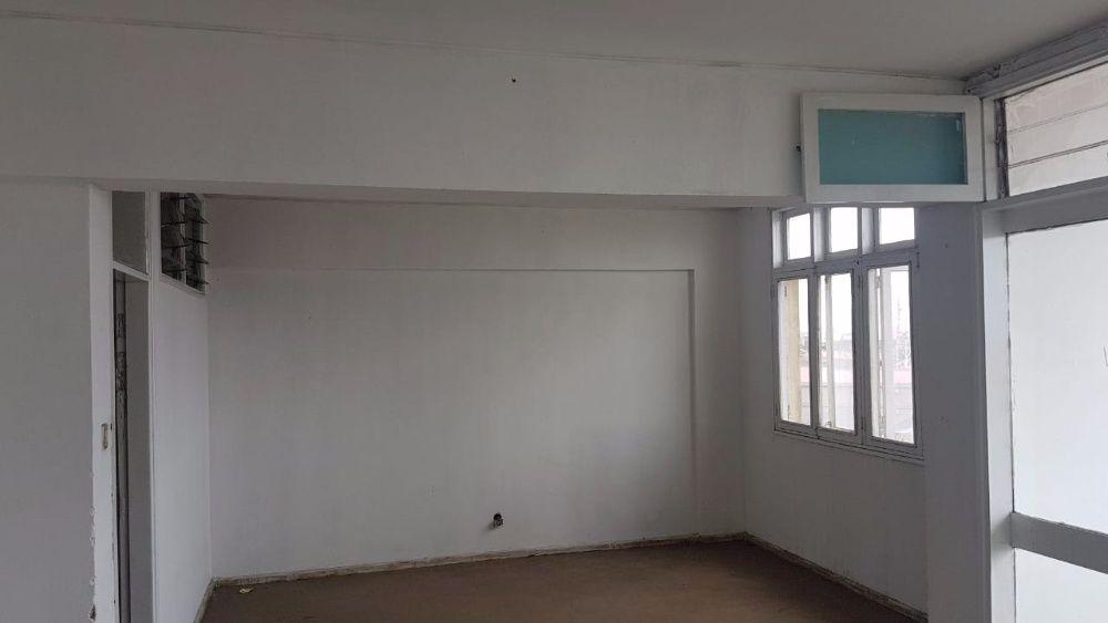 VENDE-SE: Óptima Flat T4, 3 Wc's, no maquinino, na cidade da Beira