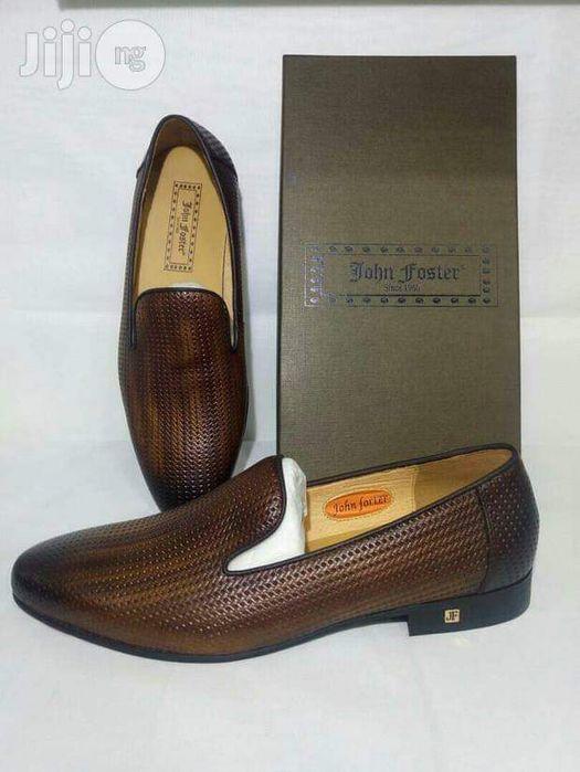Vende se sapatos John Foster