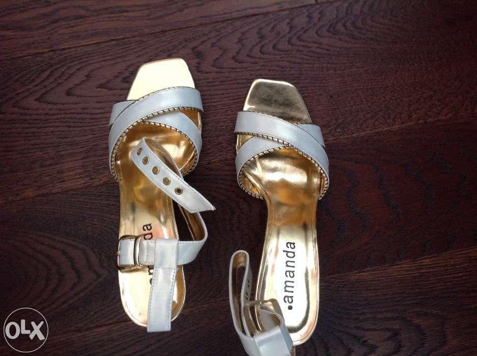 Sandale comode si elegante