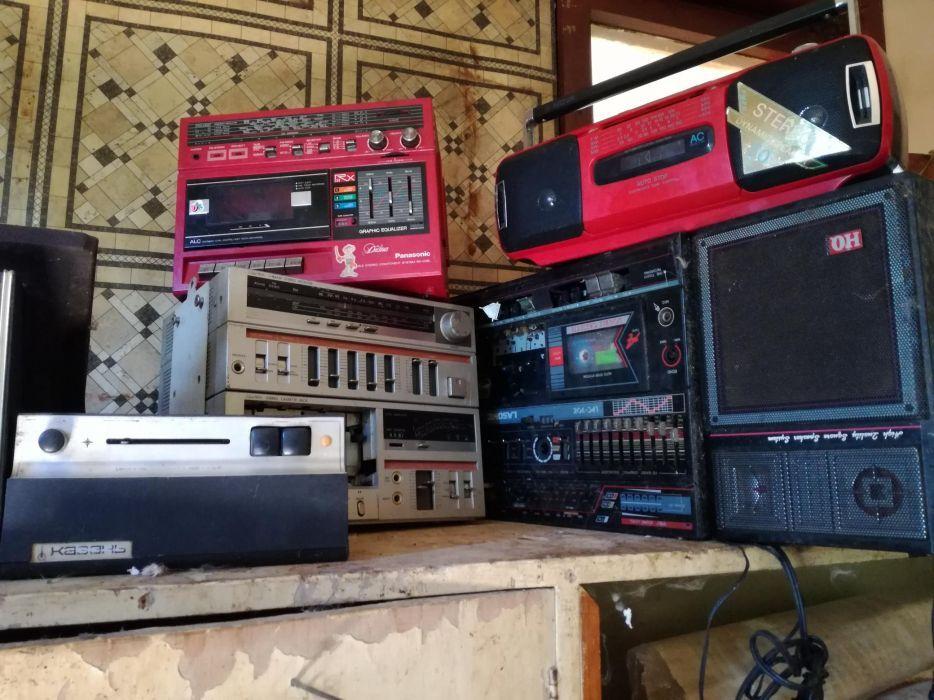 Продавам стар радиокасетофони,грамофони,видео