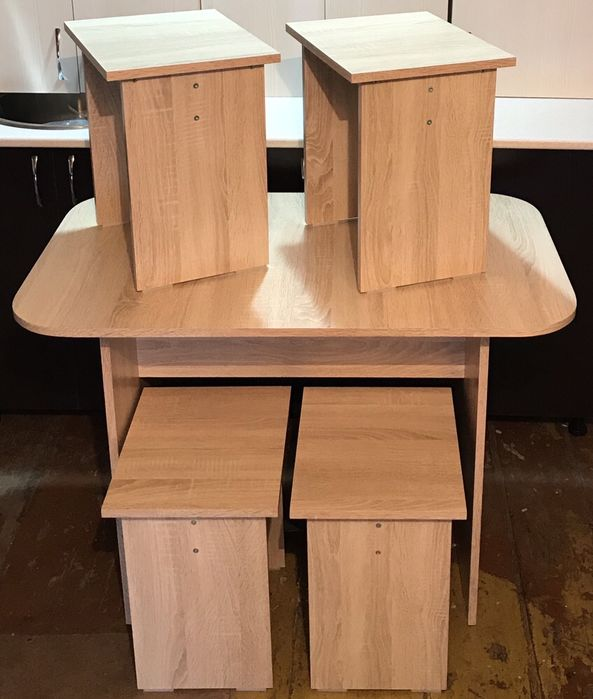 Продам стол кухонный +4 табуретки