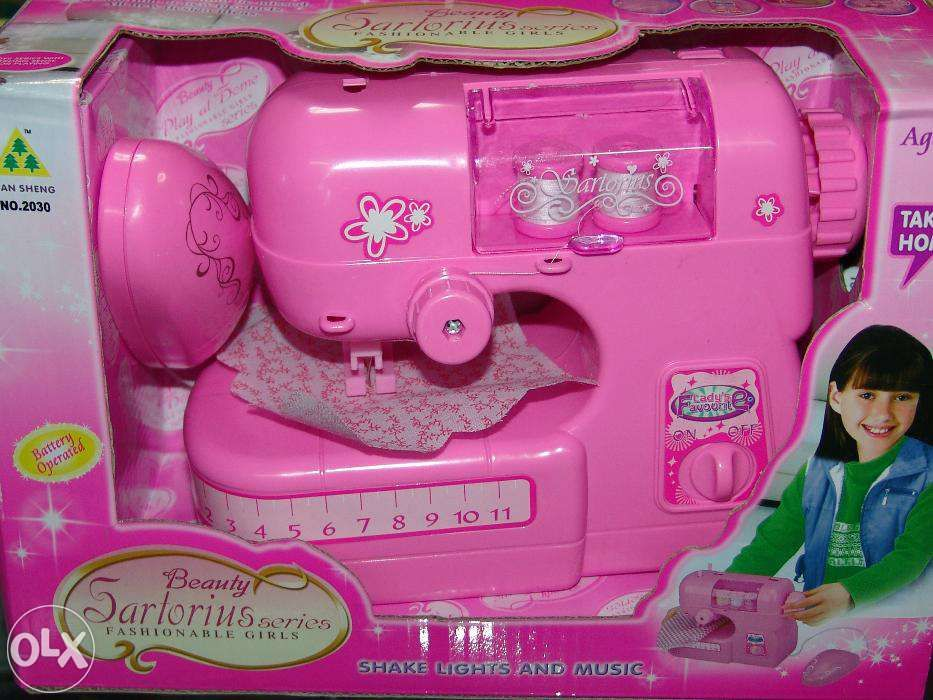 Детская швейная машинка,работает от батареек,новые,доставка,разные вид