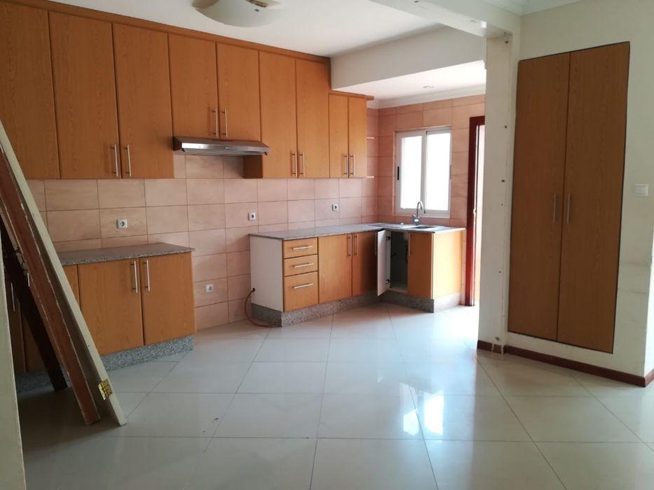 Arrenda se Moradia t4+1 na sommerschield Cozinha Moderna 4-quartos Sommerschield - imagem 5