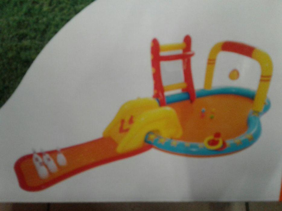 Centru mare joaca/ activitati/ piscina cu tobogan,popice, stropi copii