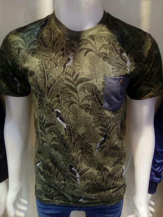 Camisetes tropicais